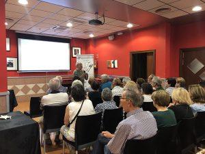 Manolo Fortuny hablando sobre proyectos en Tchad
