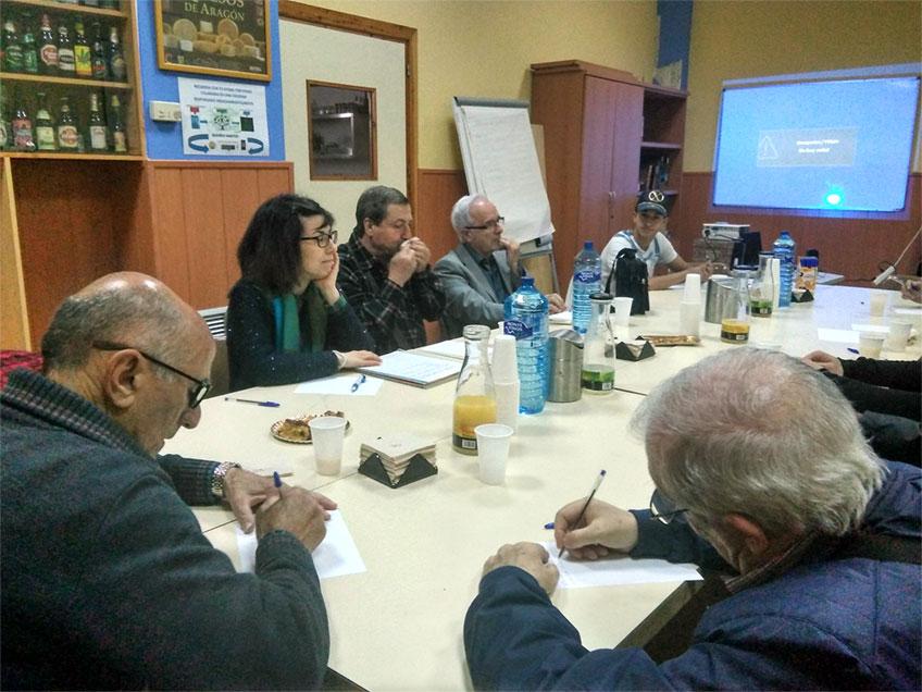 Mesa de trabajo en Fundación Picarral de los representantes del Centro de Mayores Balsas y alumnado del CSL Picarral